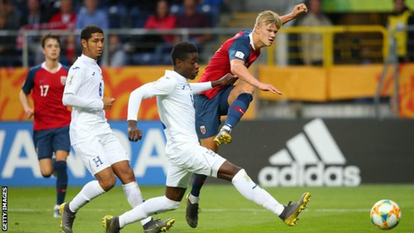 Tiền đạo Haaland đi vào lịch sử khi ghi 9 bàn trong một trận ở U20 World Cup 2019 - Ảnh 2.