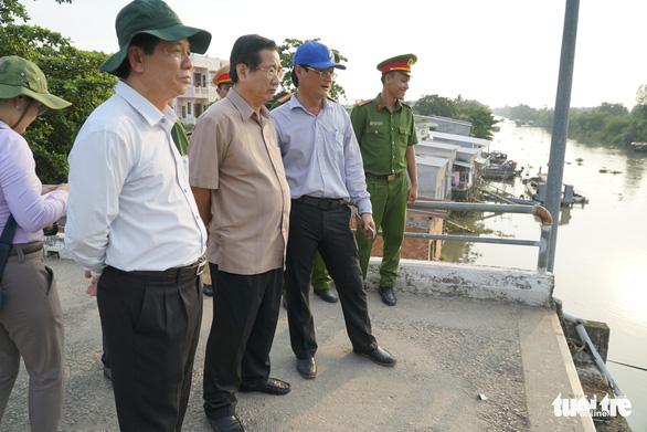 Cầu Tân Nghĩa sập do xe quá tải trọng - Ảnh 3.