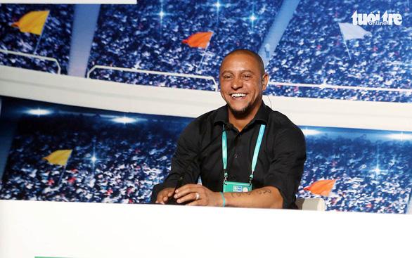 Roberto Carlos: Bóng đá dành cho  tất cả  mọi người - Ảnh 1.