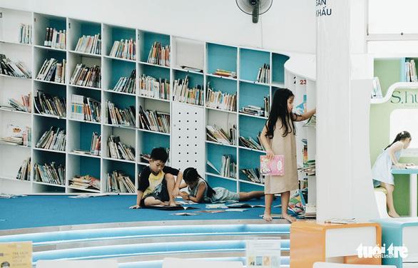 Tấm thẻ thư viện và không gian đầy ắp nụ cười - Ảnh 1.