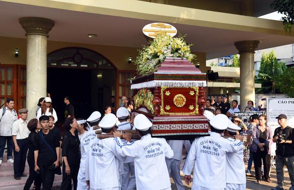 Tiễn đưa Lê Bình - Sau 49 ngày, tro cốt sẽ được về với biển - Ảnh 2.