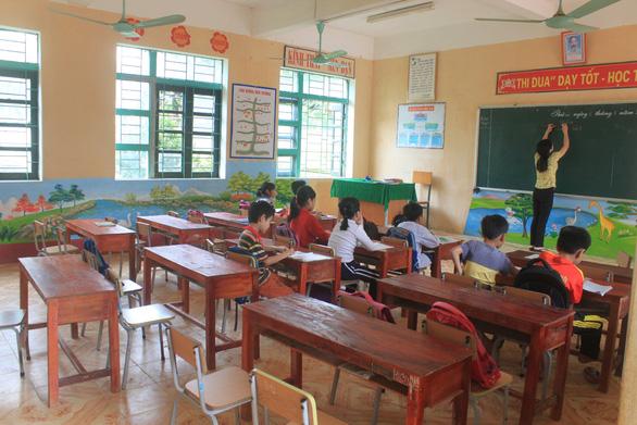 Gần 2/3 học sinh Trường Đồng Lương chưa dám đến lớp sau khi 6 cô trò bị đâm - Ảnh 1.