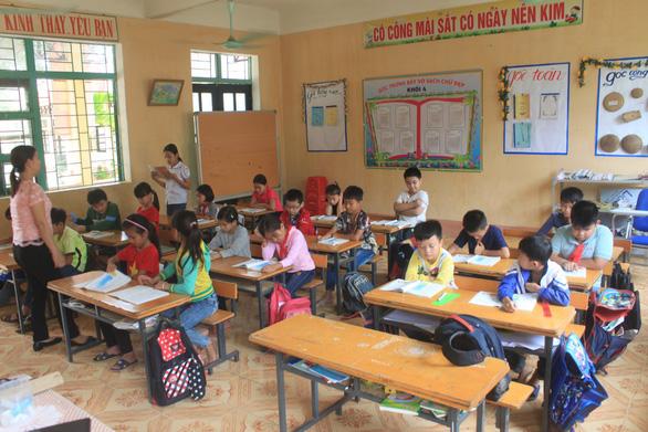 Gần 2/3 học sinh Trường Đồng Lương chưa dám đến lớp sau khi 6 cô trò bị đâm - Ảnh 2.