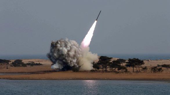 Hàn Quốc cải chính: Triều Tiên không phóng tên lửa mà là 'đầu đạn tầm ngắn' - Ảnh 1.