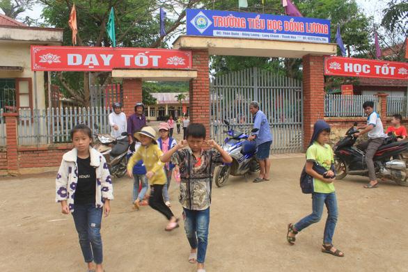 Gần 2/3 học sinh Trường Đồng Lương chưa dám đến lớp sau khi 6 cô trò bị đâm - Ảnh 3.