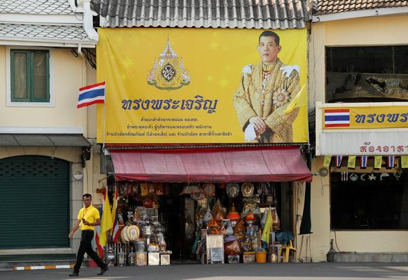 Vua Thái Vajiralongkorn sở hữu khối tài sản hơn 30 tỉ USD - Ảnh 2.
