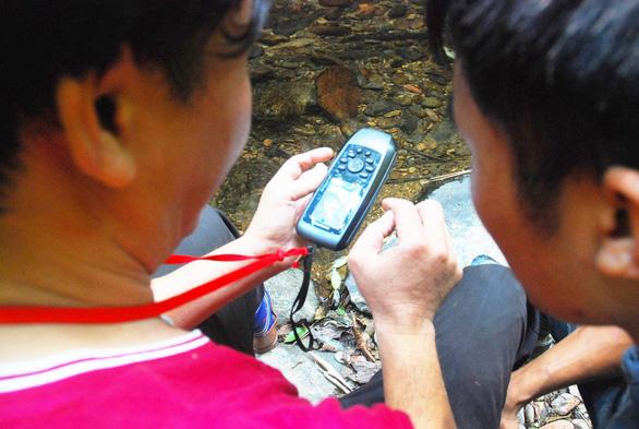 Khám phá rừng đỗ quyên - Kỳ 1: Hành trình 10 tiếng leo núi - Ảnh 3.
