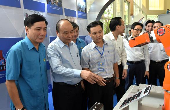 Thủ tướng Nguyễn Xuân Phúc: không thể đi theo con đường lao động giá rẻ - Ảnh 6.