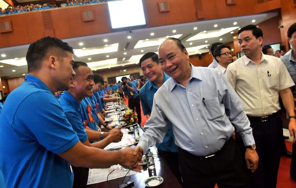 Thủ tướng Nguyễn Xuân Phúc: không thể đi theo con đường lao động giá rẻ - Ảnh 1.