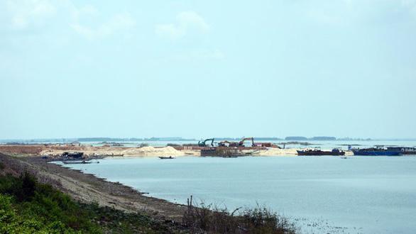 Báo cáo Thủ tướng việc khai thác cát trong lòng hồ Dầu Tiếng - Ảnh 1.