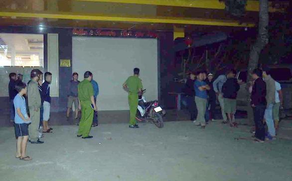 2 cán bộ huyện giao lưu karaoke rồi đánh nhau, 1 người bị đâm chết - Ảnh 1.