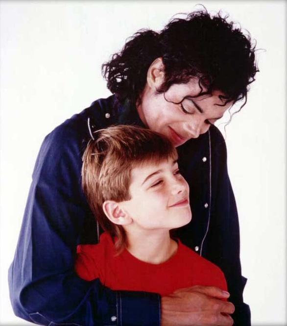 Leaving Neverland: mặt khuất của vua nhạc pop Michael Jackson - Ảnh 1.