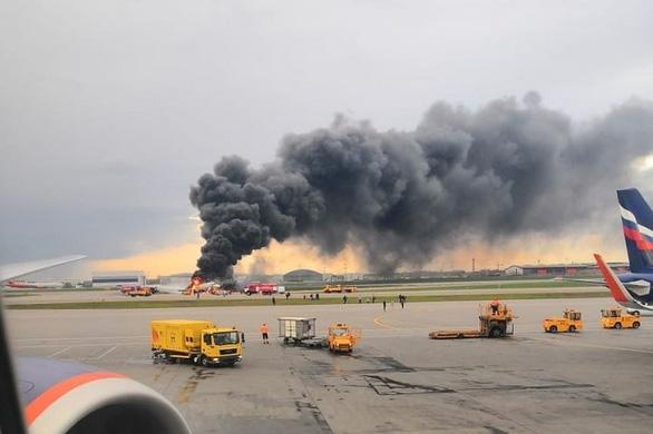 41 người chết khi máy bay Nga hạ cánh khẩn cấp ở Matxcơva - Ảnh 1.