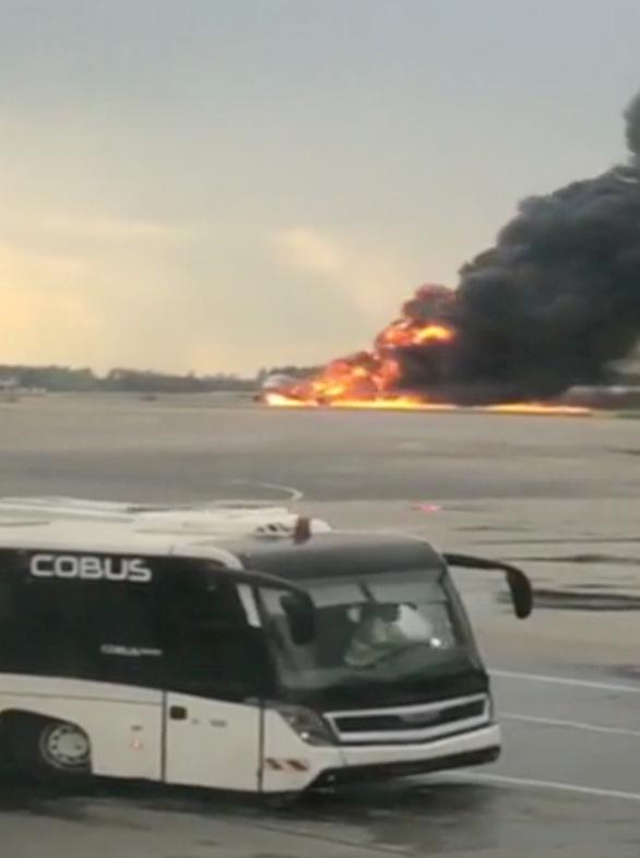 41 người chết khi máy bay Nga hạ cánh khẩn cấp ở Matxcơva - Ảnh 3.