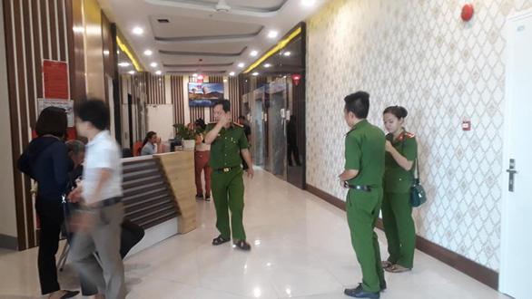 Cháy ở tầng 10 tòa nhà Mường Thanh Luxury Khánh Hòa - Ảnh 2.