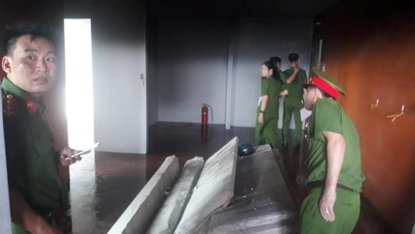 Cháy ở tầng 10 tòa nhà Mường Thanh Luxury Khánh Hòa - Ảnh 1.