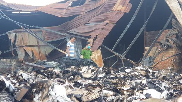 Công an TP.HCM vào cuộc vụ cháy 40 tấn hồ sơ hoạt động xe buýt - Ảnh 2.
