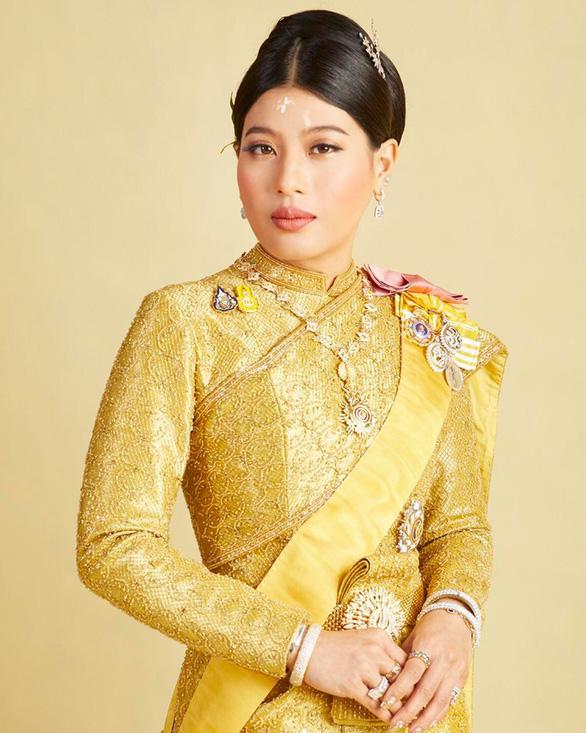 Con gái vua Thái trẻ trung, nhí nhảnh bất ngờ - Ảnh 6.
