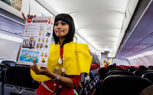 Yếu tố thoát hiểm sống còn: bỏ lại hành lý khi máy bay gặp sự cố - Ảnh 3.