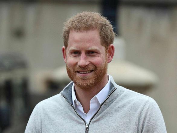Hoàng tử Harry lâng lâng như ở cung trăng khi chính thức làm bố - Ảnh 1.