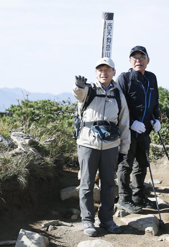 Tân Nhật hoàng Naruhito có thể phải từ bỏ đam mê trekking - Ảnh 1.
