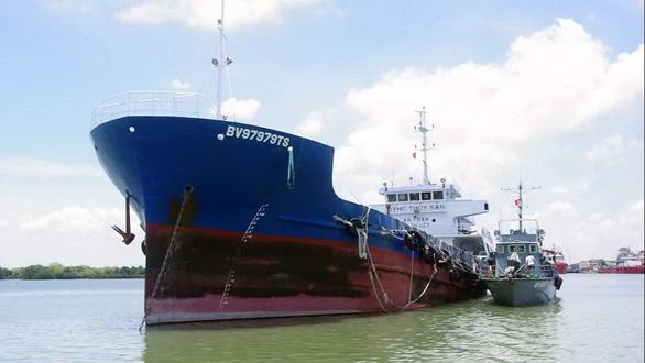 Bà Rịa - Vũng Tàu liên tiếp bắt hai tàu chở dầu không giấy tờ - Ảnh 1.