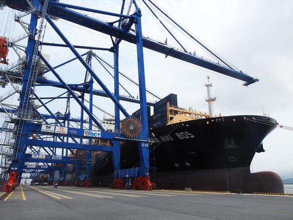 Tàu hàng khủng cập cảng container quốc tế Hải Phòng - Ảnh 3.