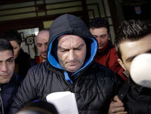 Pháp bỏ tù 6 năm gã đàn ông nựng trẻ em trong thang máy chung cư - Ảnh 4.
