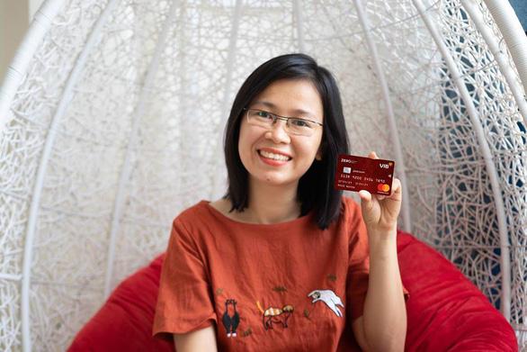 Hè thêm thú vị với loại thẻ tín dụng miễn lãi trọn đời - Ảnh 1.