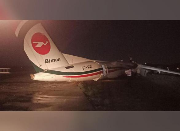 Máy bay vỡ khi trượt đường băng ở Myanmar - Ảnh 2.
