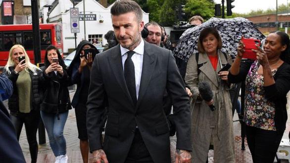 Beckham bị cấm lái xe 6 tháng vì vừa lái xe vừa điện thoại - Ảnh 2.