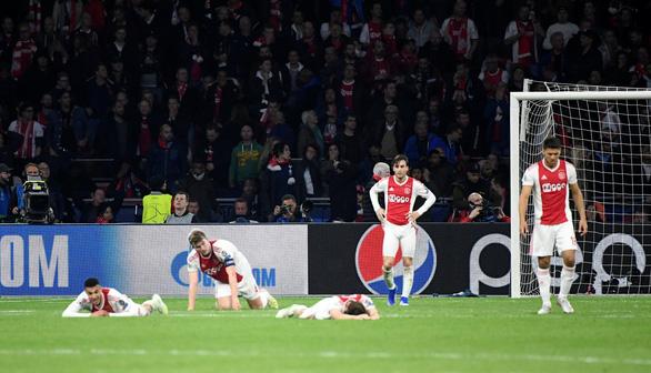 Bầu không khí như đưa đám trong phòng thay đồ của Ajax - Ảnh 1.