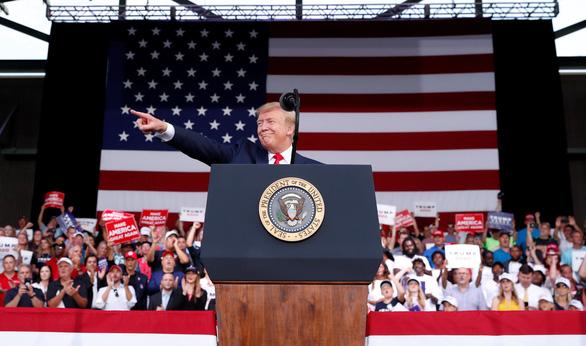 Ông Trump tung đòn hiểm khi ký sắc lệnh cản đường Huawei? - Ảnh 2.