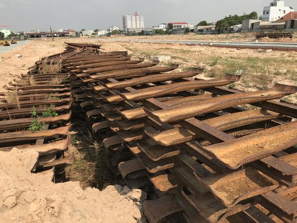 Công an vào cuộc vụ dỡ đường sắt Trạm vật tư Dĩ An phân lô đất nền  - Ảnh 4.