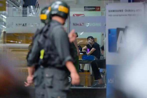 Khám xét chuỗi cửa hàng điện thoại Nhật Cường - Ảnh 11.