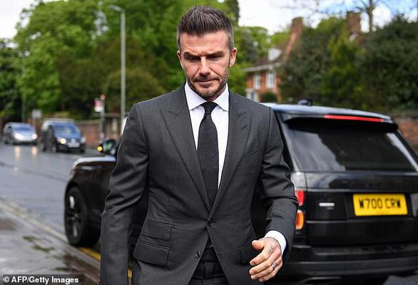Beckham bị cấm lái xe 6 tháng vì vừa lái xe vừa điện thoại - Ảnh 1.