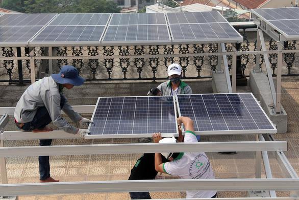 Lắp điện mặt trời sẽ được trả tiền điện ra sao? - Ảnh 2.