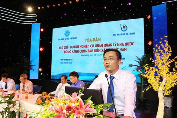 'Nhà báo quốc tế' Lê Hoàng Anh Tuấn bị tạm đình chỉ chức viện trưởng - Ảnh 1.
