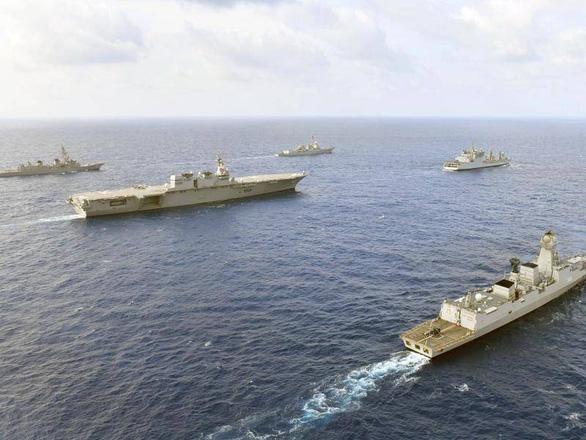 Đàm phán cứ đàm, Mỹ vẫn tập trận trên Biển Đông - Ảnh 1.