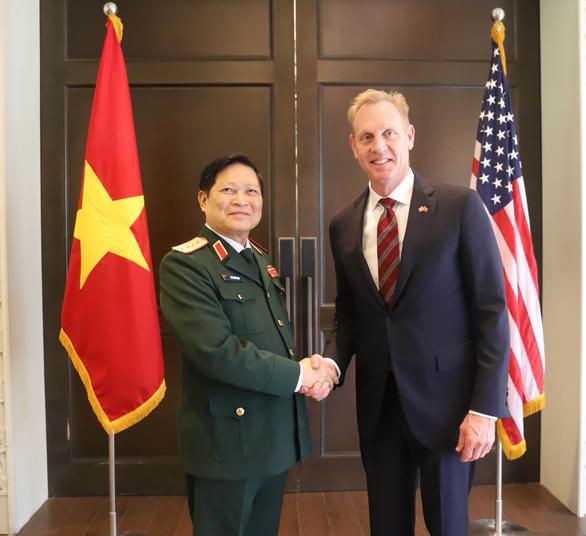 Hai bộ trưởng Quốc phòng Việt - Mỹ gặp song phương tại Shangri-La - Ảnh 1.