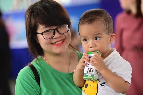 Tiêu thụ sữa tăng, nhưng cứ 4 trẻ thì có 1 em suy dinh dưỡng - Ảnh 2.