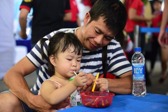 Tiêu thụ sữa tăng, nhưng cứ 4 trẻ thì có 1 em suy dinh dưỡng - Ảnh 4.
