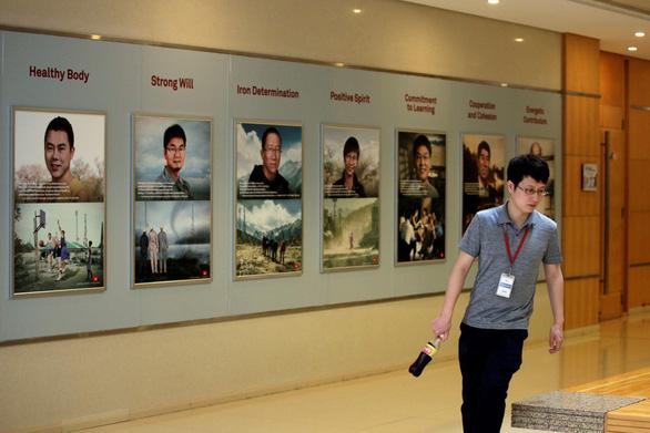 Huawei yêu cầu các nhân viên quốc tịch Mỹ hồi hương - Ảnh 1.