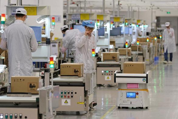 Foxconn ngừng một số dây chuyền sản xuất smartphone Huawei - Ảnh 1.