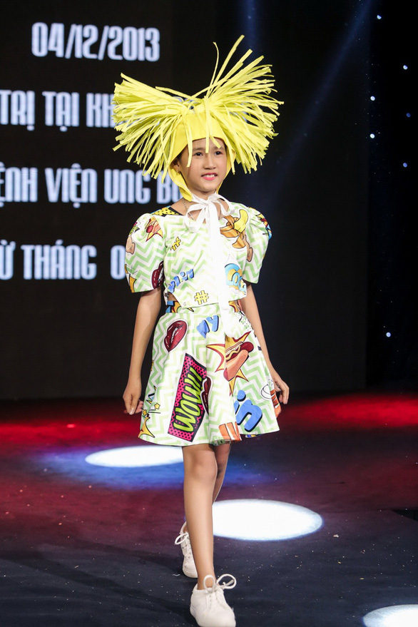 Đông Nhi hát, diễn thời trang gây quỹ cho bệnh nhi ung thư