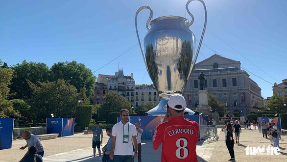 Madrid nhuộm màu nhộn nhịp trước chung kết Champions League 2019 - Ảnh 1.