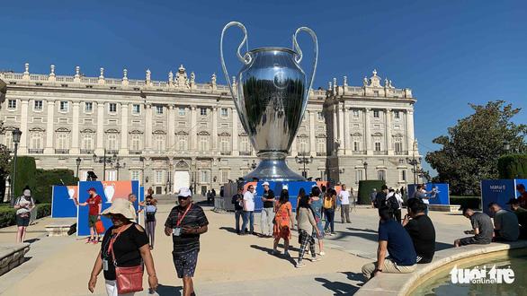 Madrid nhuộm màu nhộn nhịp trước chung kết Champions League 2019 - Ảnh 2.