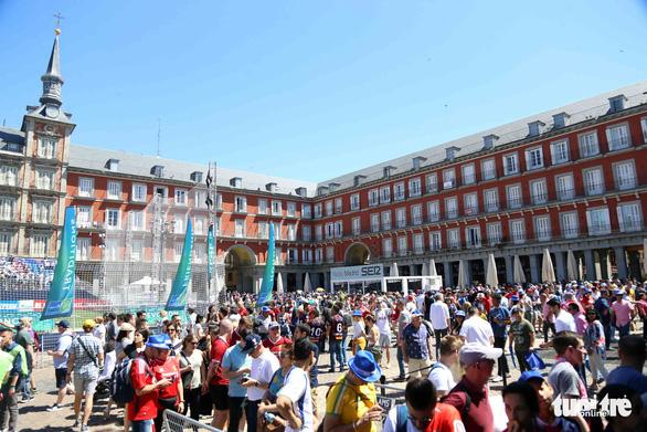 Madrid nhuộm màu nhộn nhịp trước chung kết Champions League 2019 - Ảnh 6.