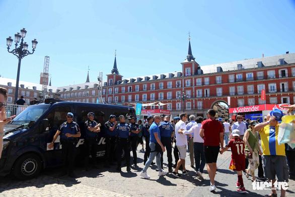 Madrid nhuộm màu nhộn nhịp trước chung kết Champions League 2019 - Ảnh 8.