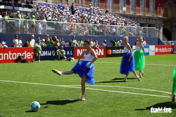 Madrid nhuộm màu nhộn nhịp trước chung kết Champions League 2019 - Ảnh 10.
